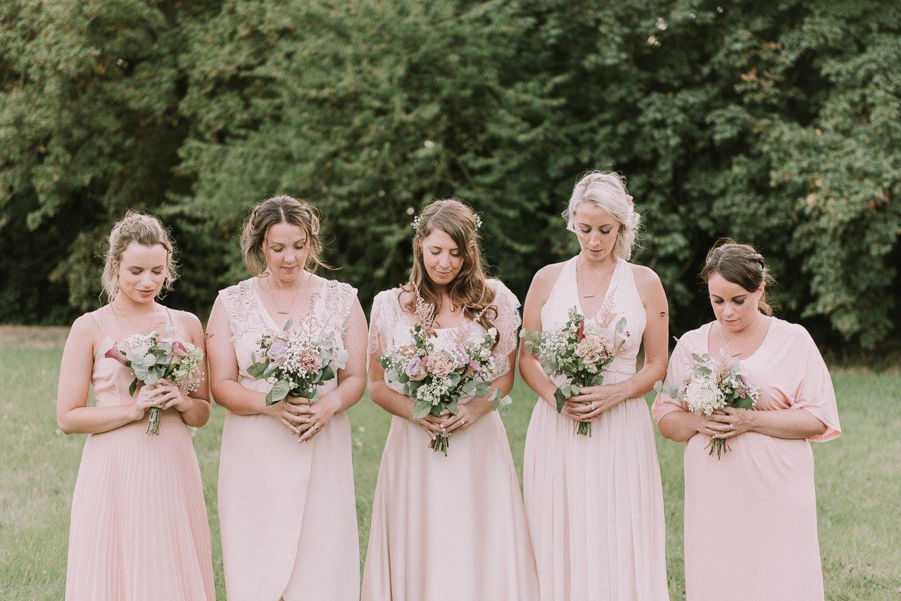 Estilismo para novias y damas de honor en color rosa palo