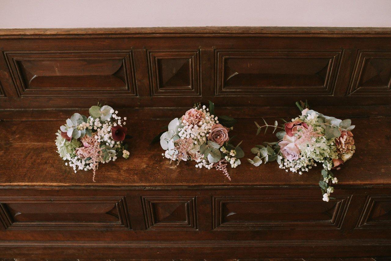 Ramos de novia estilo silvestre con tonalidades rojizas