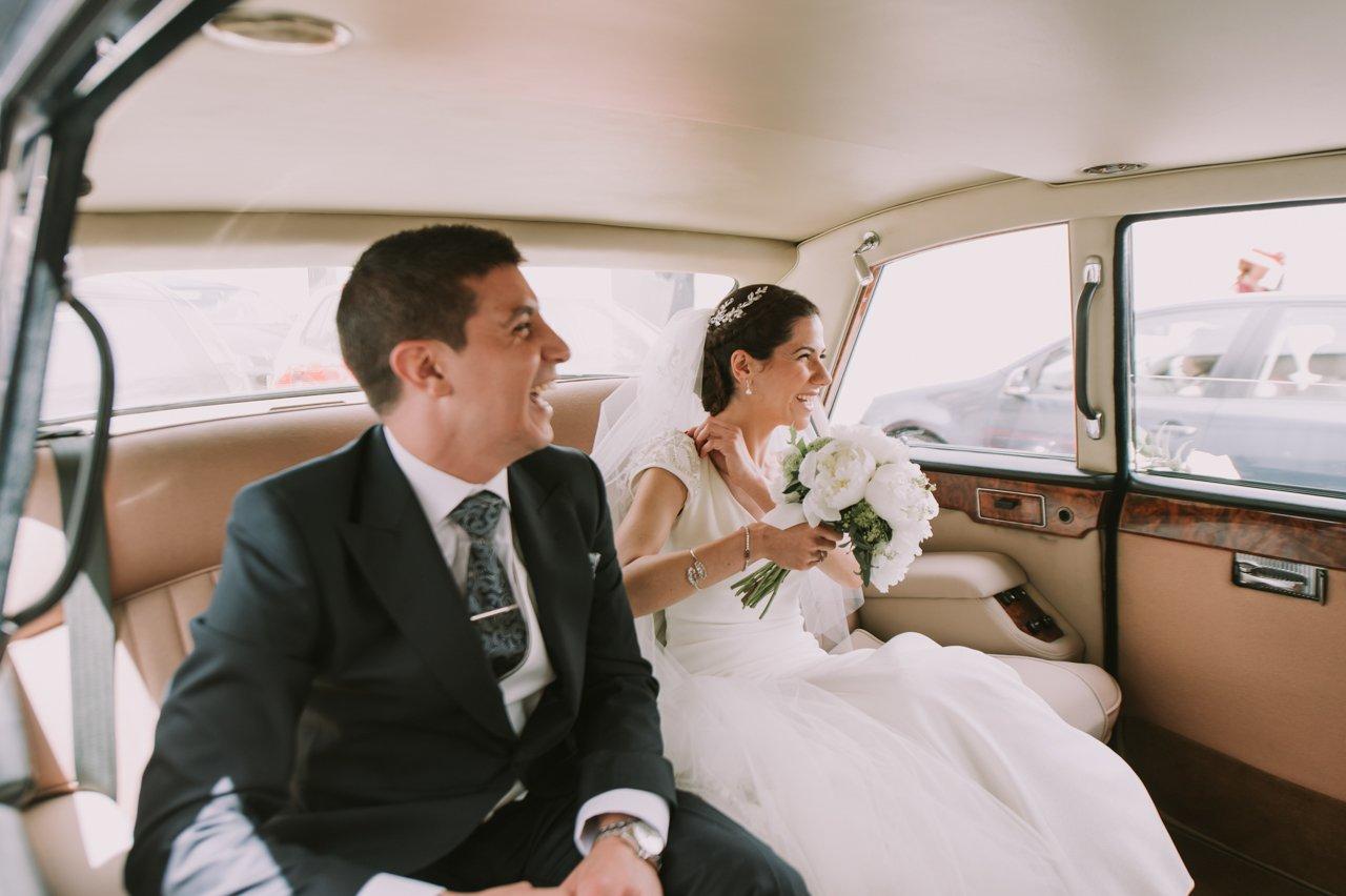 Sesión de posados de los novios. Fotógrafos de bodas en Girona