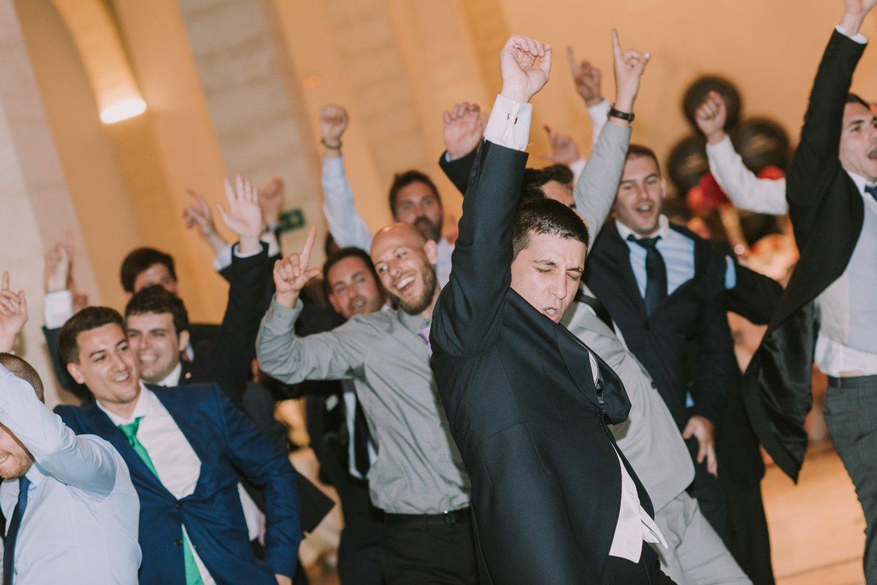 Celebración de una boda en una bodega de vinos. Fotógrafos de bodas en Girona