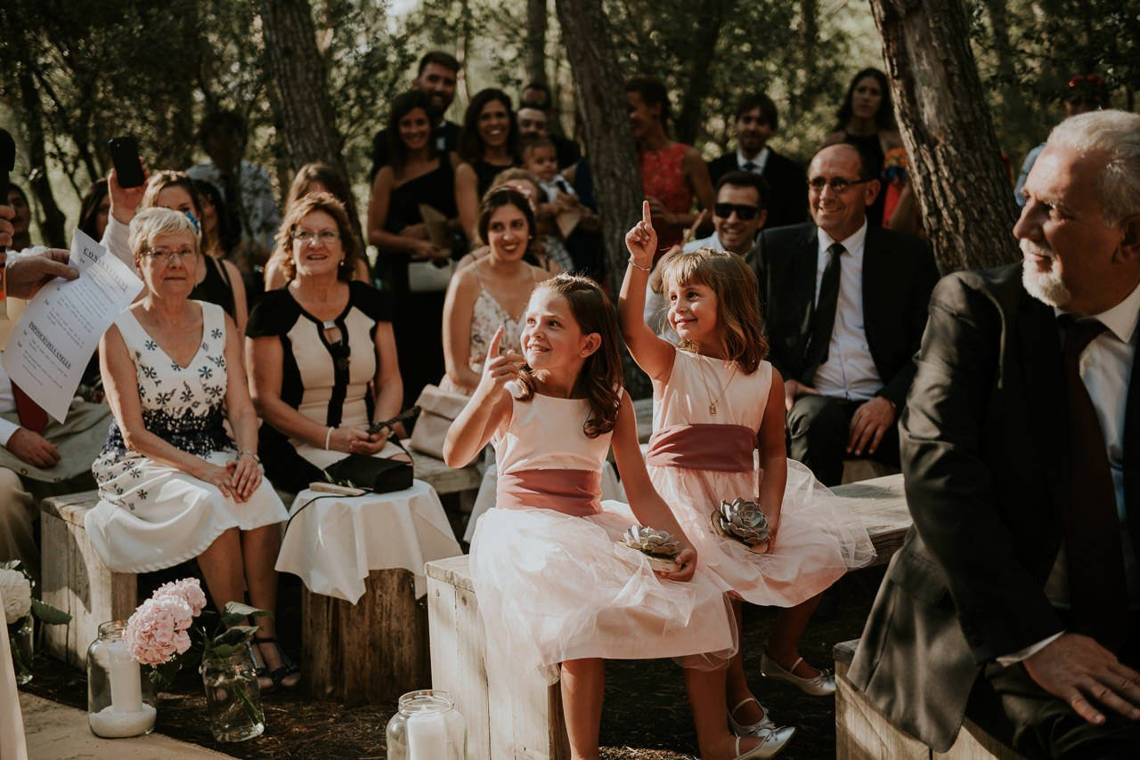 ceremonia religiosa en exterior en Mas Terrats