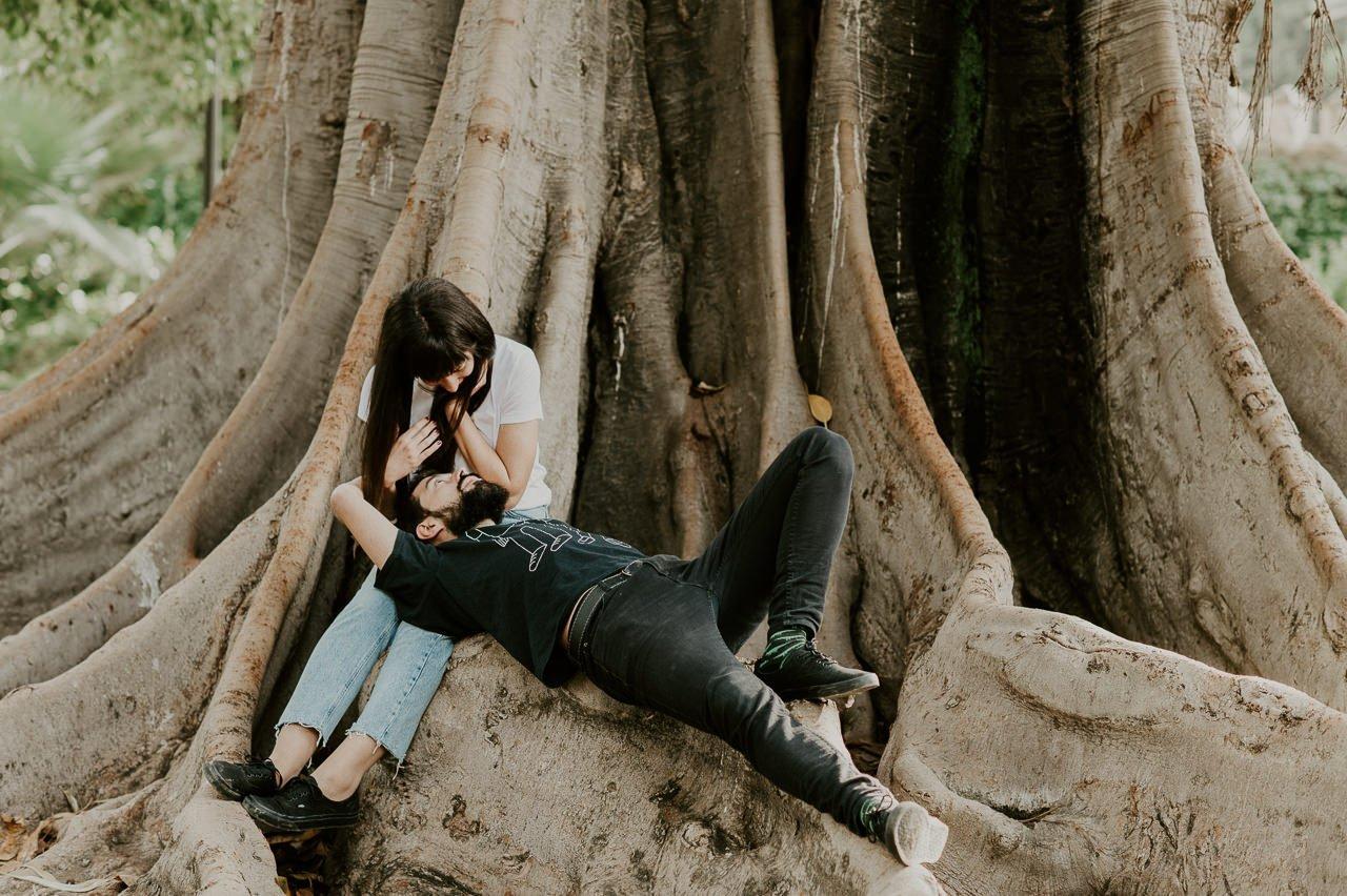 Sesión de preboda en un parque de Sevilla