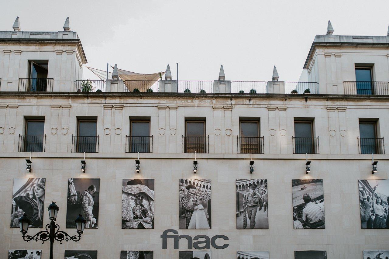 Fotografía de la fachada de FNAC en Sevilla